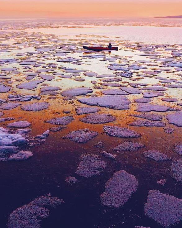 Thăm hồ nước ngọt sâu nhất, lâu đời nhất thế giới - Ảnh 11.
