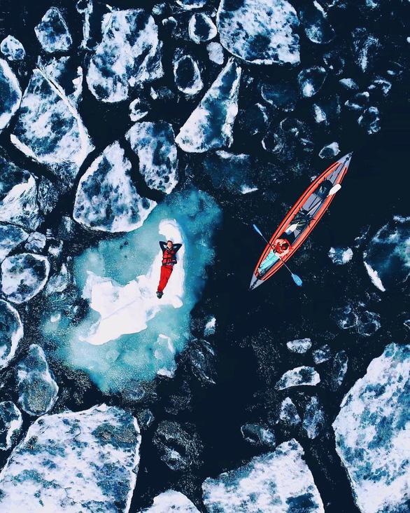 Thăm hồ nước ngọt sâu nhất, lâu đời nhất thế giới - Ảnh 4.