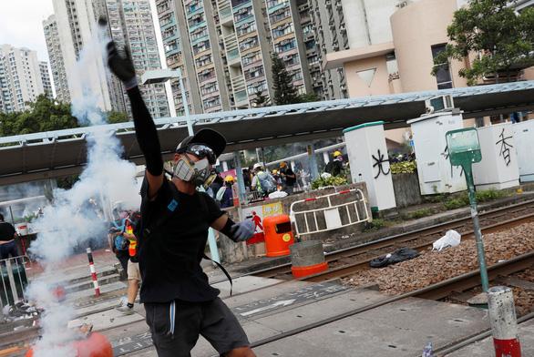 Đình công diện rộng ở Hong Kong ảnh hưởng kinh khủng ra sao? - Ảnh 3.