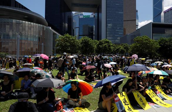 Đình công diện rộng ở Hong Kong ảnh hưởng kinh khủng ra sao? - Ảnh 1.