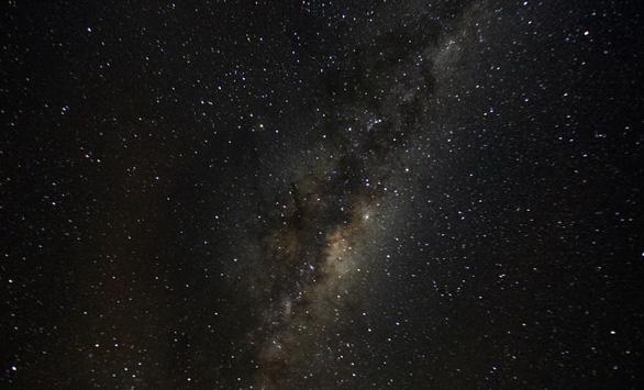 Phát hiện mới: Dải ngân hà vênh và xoắn chứ không phẳng - Ảnh 1.