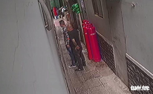 Vụ khủng bố quán phở Hòa: Ném mắm tôm, bỏ gián vào phở trước mặt khách - Ảnh 6.