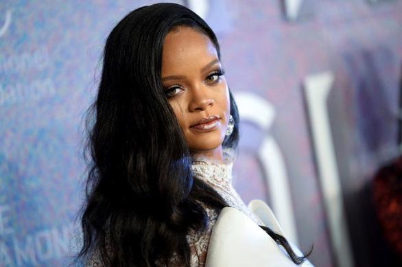Rihanna, Cardi B chỉ trích ông Trump trong vụ xả súng phân biệt chủng tộc - Ảnh 2.