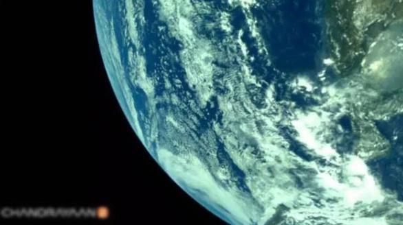 Tàu thăm dò Mặt trăng của Ấn Độ gửi về những hình ảnh đầu tiên - Ảnh 2.