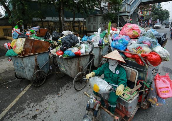 Thu gom rác được bổ sung vào danh mục nghề nặng nhọc, độc hại, nguy hiểm - Ảnh 1.