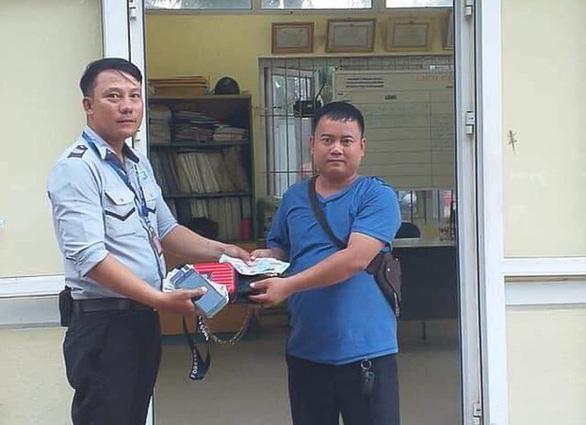 Đà Nẵng: Trả lại 30 triệu đồng cho du khách Lào đánh rơi - Ảnh 1.