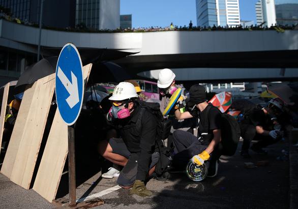 Trung Quốc kêu gọi Mỹ 'ngừng thông đồng' với phe ly khai Hong Kong - Ảnh 1.