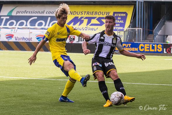 Video Công Phượng đi bóng như... Messi rồi kiến tạo cho đồng đội ghi bàn ở Sint-Truidense - Ảnh 8.