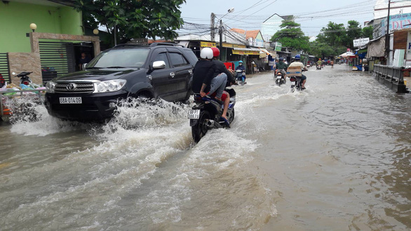 Phú Quốc lại mưa lớn, ngập sâu trong sáng 6-8 - Ảnh 3.