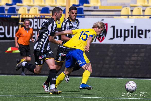 Video Công Phượng đi bóng như... Messi rồi kiến tạo cho đồng đội ghi bàn ở Sint-Truidense - Ảnh 4.