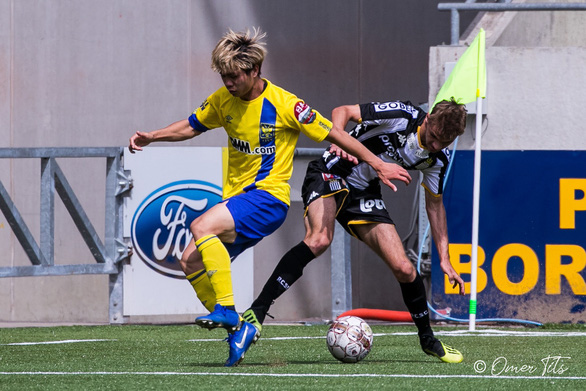 Video Công Phượng đi bóng như... Messi rồi kiến tạo cho đồng đội ghi bàn ở Sint-Truidense - Ảnh 2.