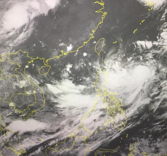 Áp thấp trên Biển Đông, biển phía Nam sẽ mưa dông, gió mạnh - Ảnh 1.