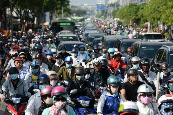 Xe máy và ôtô tại TP.HCM tăng lên 9 triệu chiếc, khách đi xe buýt giảm - Ảnh 1.