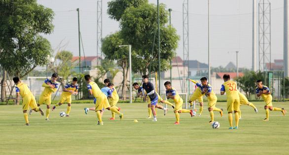 Thầy Park quần thảo các cầu thủ tấn công U22 Việt Nam - Ảnh 2.