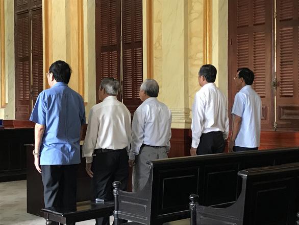 Lỗ 43 tỉ đồng do đầu tư trái quy định, cựu sếp Tập đoàn Cao su Việt Nam hầu tòa - Ảnh 1.