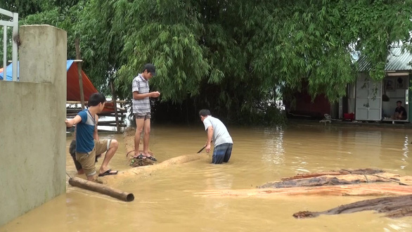 Hơn 600 nhà dân miền núi Thanh Hóa ngập trong lũ - Ảnh 1.