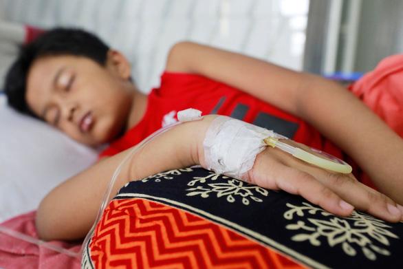 Cảnh giác với biến chứng sốt xuất huyết khó lường ở trẻ em - Ảnh 1.