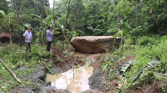 Sạt lở đất đá đe dọa 8 hộ dân ở vùng cao Thanh Hóa - Ảnh 1.