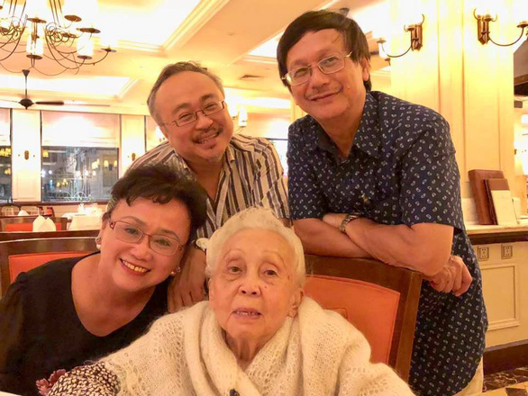 Nghệ sĩ Thái Thị Liên đón tuổi 101 bên NSND Đặng Thái Sơn và con cháu - Ảnh 1.