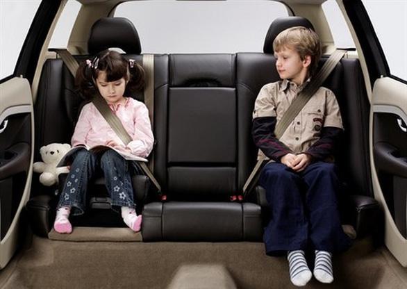 Dạy trẻ cách thoát thân khi bị bỏ quên trên xe - Ảnh 2.