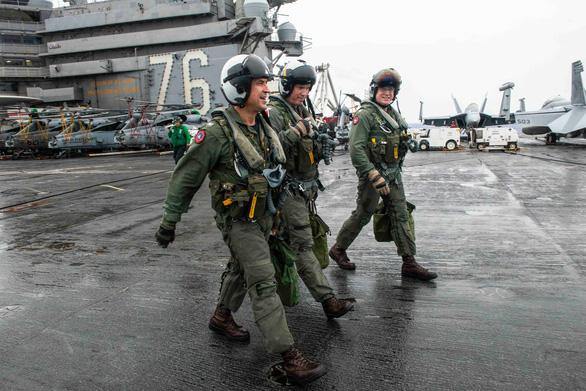 Tàu sân bay Mỹ USS Ronald Reagan đến Philippines sau khi tuần tra Biển Đông - Ảnh 6.