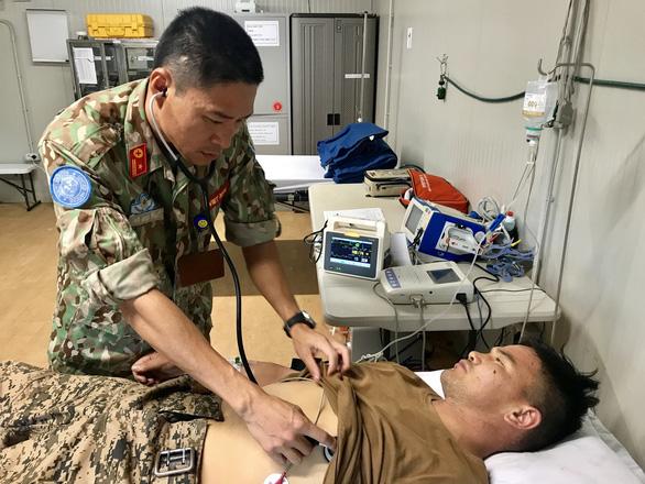 Bác sĩ mũ nồi xanh cấp cứu quân nhân Mông Cổ viêm túi mật cấp hoại tử - Ảnh 1.