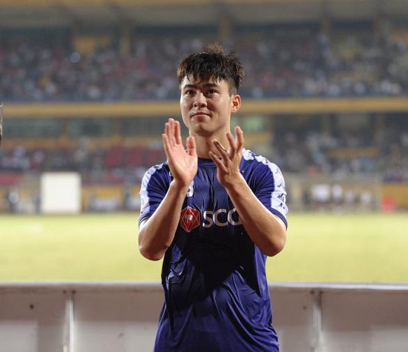 Sốt nhập viện, Duy Mạnh vẫn cố vào sân giúp Hà Nội FC vô địch AFC Cup khu vực Đông Nam Á - Ảnh 1.