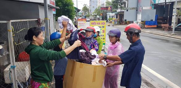 Phú Quốc: Hàng trăm xe máy bị ngập nước được thay nhớt, sửa chữa miễn phí - Ảnh 3.