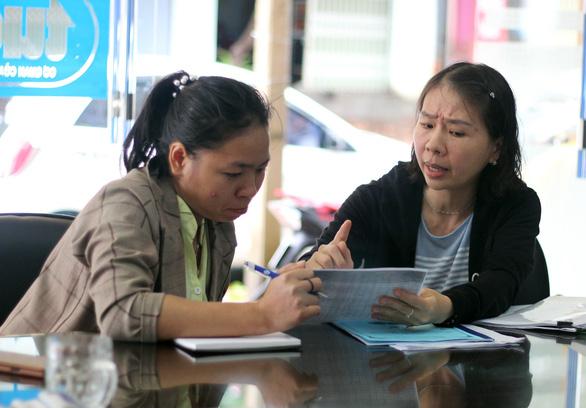 Cô giáo quỳ ở UBND tỉnh: Tôi bị xúc phạm và oan ức - Ảnh 1.