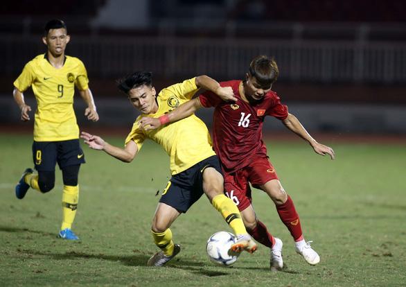 U18 Việt Nam may mắn thắng Malaysia trận ra quân - Ảnh 5.