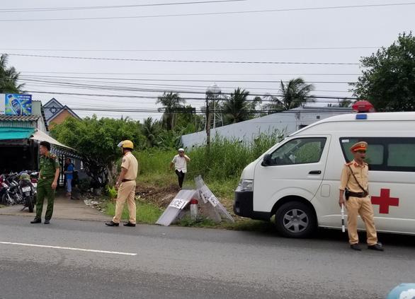 Dùng xăng, dao tấn công bị thương 7 người cưỡng chế thi hành án - Ảnh 2.