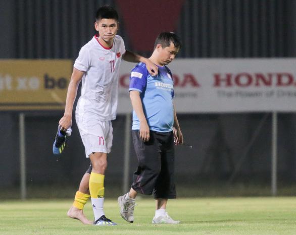 Tiền đạo U22 Việt Nam dính chấn thương sau trận đấu tập - Ảnh 1.
