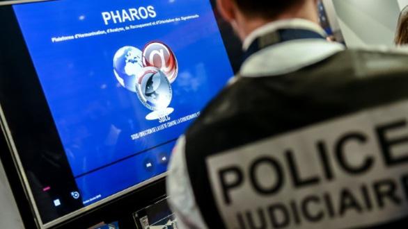 Livestream cảnh đánh dập, dọa giết người, cảnh sát Pháp tóm tận ổ - Ảnh 2.