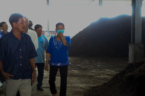 Vô khu xử lý rác Đa Phước, sợ cả mùi hôi lẫn hóa chất khử mùi - Ảnh 4.