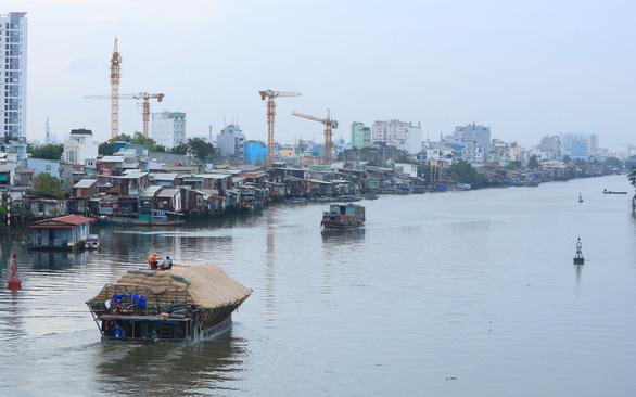 Một dòng sông nhiều nơi quản lý - Ảnh 1.