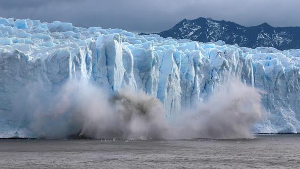 Nắng nóng khủng khiếp, Greenland mất 197 tỉ tấn băng trong một tháng - Ảnh 1.