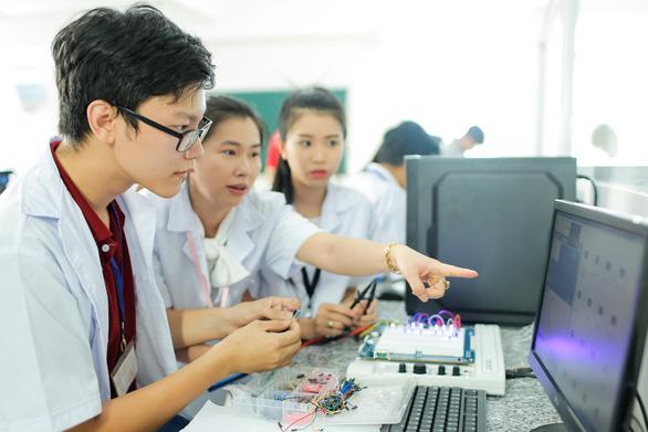 Điểm chuẩn Đại học Công nghệ TP.HCM: từ 16 đến 22 - Ảnh 1.