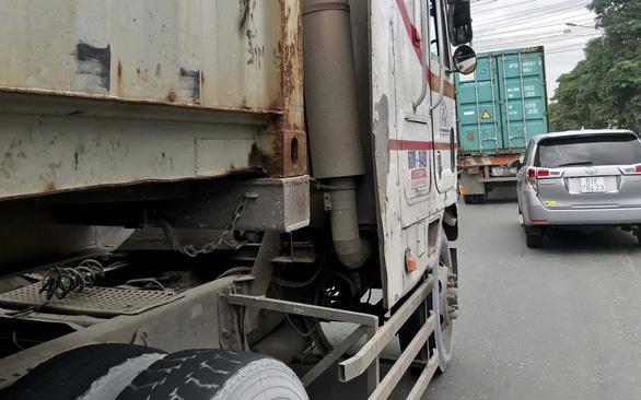 Vì sao thùng container bay trên phố? - Ảnh 2.