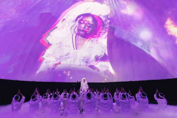 Hoàng Thùy Linh mang cả dàn anh hùng hào kiệt vào MV Tứ Phủ - Ảnh 4.