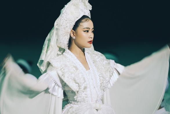 Hoàng Thùy Linh mang cả dàn anh hùng hào kiệt vào MV Tứ Phủ - Ảnh 2.