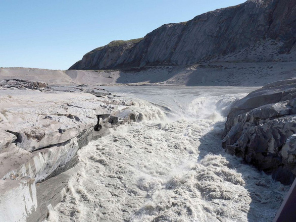 Nắng nóng khủng khiếp, Greenland mất 197 tỉ tấn băng trong một tháng - Ảnh 3.