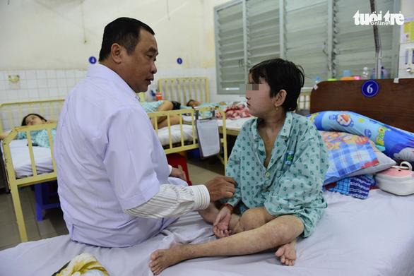 Cô gái 19 tuổi từng mang bụng chứa hơn 40 lít nước như được tái sinh - Ảnh 1.