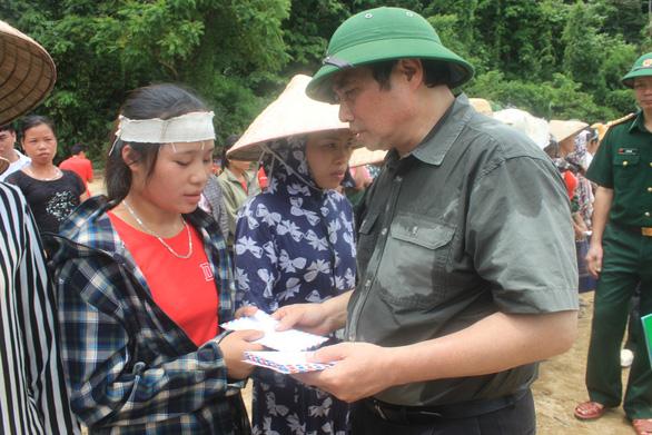 Ông Phạm Minh Chính: Sớm tái định cư cho bà con Xa Ná mất nhà do lũ - Ảnh 3.