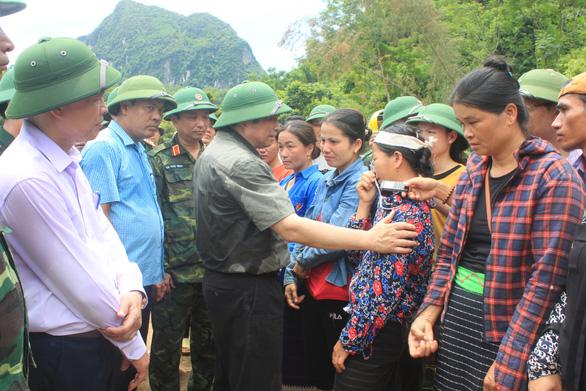 Ông Phạm Minh Chính: Sớm tái định cư cho bà con Xa Ná mất nhà do lũ - Ảnh 1.