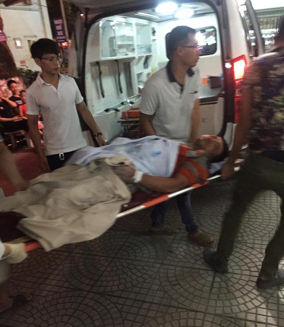 Sập giàn giáo khi đổ bêtông, ít nhất 7 người bị thương, 1 chưa tìm thấy - Ảnh 1.
