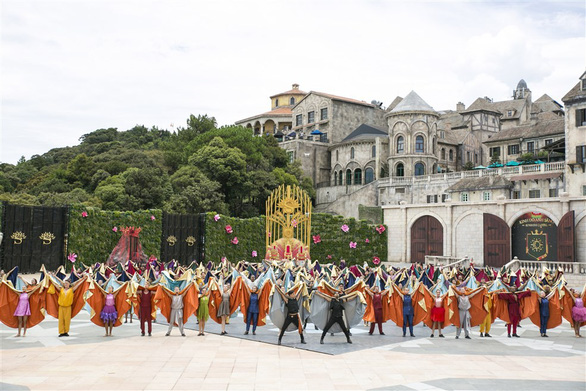 """Vũ hội Ánh Dương"""" nâng tầm nghệ thuật giải trí quốc tế tại Việt Nam - Ảnh 6."""