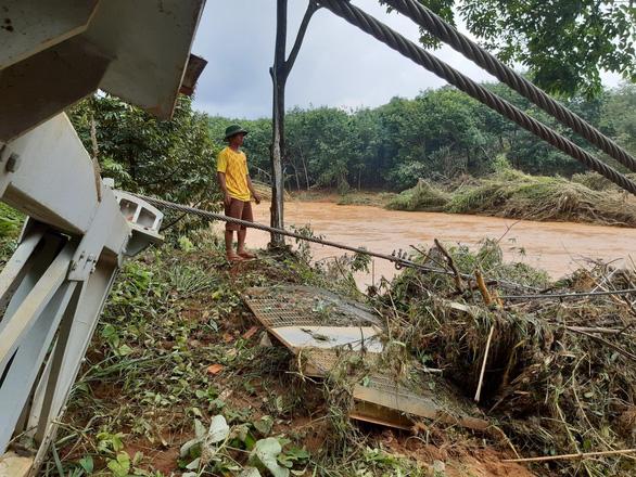 5.000 người dân hối hả sơ tán vì lo vỡ đập thủy điện Đắk Kar - Ảnh 1.
