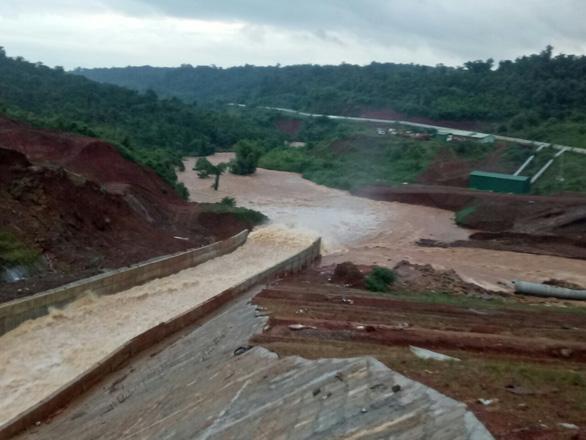 Nguy cơ vỡ đập thủy điện Đắk Kar vẫn rất cao - Ảnh 1.