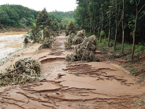 5.000 người dân hối hả sơ tán vì lo vỡ đập thủy điện Đắk Kar - Ảnh 2.