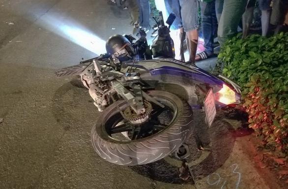 Tông rơmooc trộn bêtông, hai thanh niên chết tại chỗ trên đường Quang Trung - Ảnh 2.